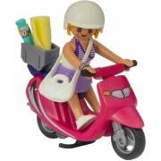 Vacancière avec scooter PLAYMOBIL